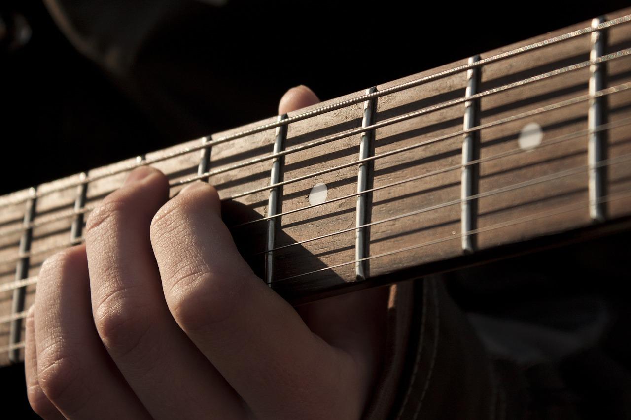 Ackord på en gitarr